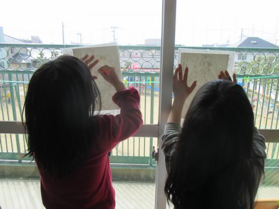 窓で描くと光で見やすい!描きやす~い♪
