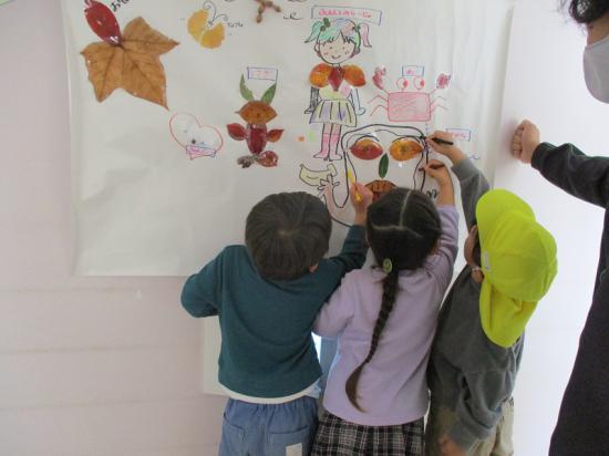色塗りは年少組の芸術家が担当。